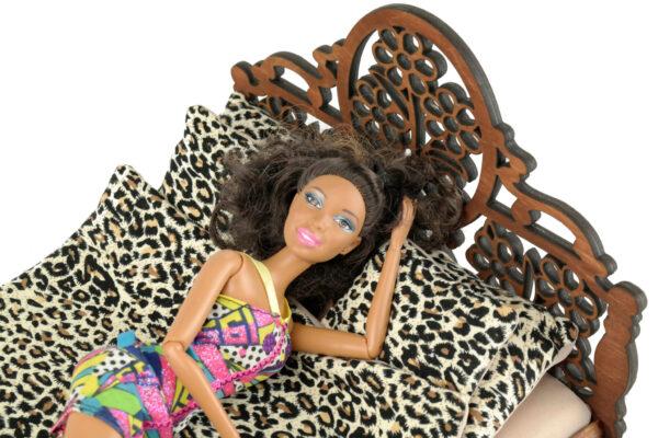 Łóżko drewniane dla lalek JESSICA Kasztan z lalką 2