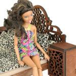 Łóżko drewniane dla lalek JESSICA Kasztan zlalką 3
