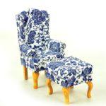 Fotel uszak biały wgranatowe kwiaty zpufą