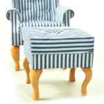 Fotel uszak biały wgranatowe paski zpufą 2