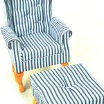 Fotel uszak biały wgranatowe paski zpufą 1